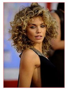Short Curly Hairstyles 2019 African - 2018 curly short haircuts - short and cuts hairstyles Short Permed Hair, Haircuts For Curly Hair, Short Hair With Bangs, Curly Hair Cuts, Short Hair Cuts, Easy Hairstyles, Curly Hair Styles, Curly Short, Hairstyles 2018