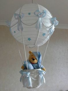 Handmade lamp for new baby nursery / nursery Hot air balloon light shade with CUTE little toy trying to choose a soft soft lampshade for the nursery is not easy. This easy to hang lampshade is a perfect touch Baby Shower Balloons, Baby Shower Themes, Baby Boy Shower, Baby Shower Gifts, Baby Balloon, Nursery Lighting, Baby Room Lighting, Cadeau Baby Shower, Balloon Lights