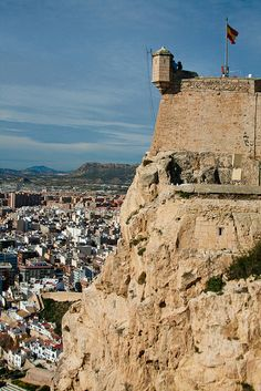 Alicante, Spain #costablanca #tradicion #tradition Castillo de Santa Barbara