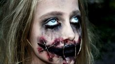 Scary Halloween Makeup To Look Horrifyingly Real Creepy Girl With Ripped Mouth Halloween Makeup Really Scary Halloween Costumes, Gory Halloween Makeup, Clown Makeup, Diy Halloween, Joker Makeup, Scary Makeup, Sfx Makeup, Halloween Maze, Halloween Bride