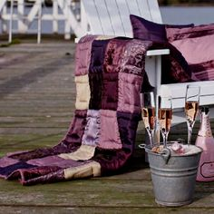 Emmas Interiør Norway Shops, Sewing Projects, Sewing Ideas, Sweet Home, Plaid, Throw Pillows, Quilts, Bed, Outdoor Decor