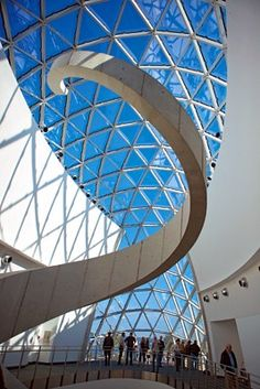 I have no desire to go to Florida again but the new Salvador Dalí Museum in St. Petersburg looks pretty awesome.
