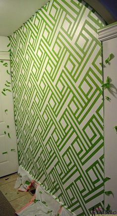 DIY+Modern+Wall+Design+With+Painters+Tape