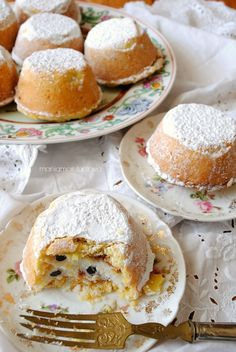 Ricotta cheese and chocolate cips muffins Ricotta-Käse und Schokoladen-Cips-Muffins Italian Pastries, Italian Desserts, Mini Desserts, Delicious Desserts, Italian Dishes, Ricotta, Mini Cakes, Cupcake Cakes, Cookie Recipes
