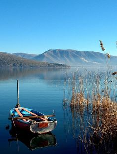 Kastoria Lake, by GordonPasha. Great Places, Beautiful Places, Sand And Water, Paradise On Earth, Santorini Greece, Greek Islands, Greece Travel, The Great Outdoors, Adventure