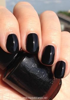 Don't worry I'm not turning into a Goth but you can do some cool affects with black nail varnish!!!