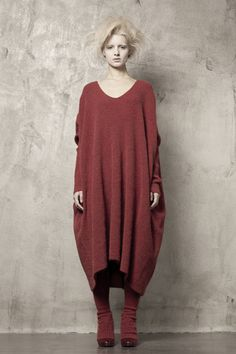 Uma-Wang-Knitwear-chunky-wooltunic-red-sweater-inspiration.jpg 400×600 píxeles
