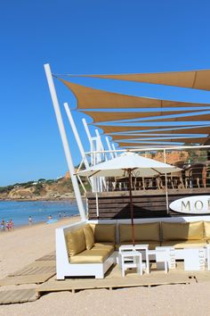 Beach restaurant at Pine Cliffs. Visit our page on more suggestions on restaurants in the Algarve region, http://www.greatholidaylocations.com/things-to-do/restaurants/
