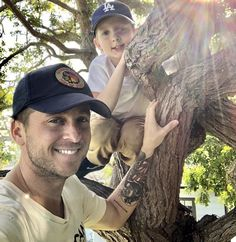 Ryan and Copeland ❤️ this pic is so cute omg Ryan Tedder, Government Shutdown, One Republic, Music Stuff, Cool Pictures, Cute, Ears, Legends, Artists