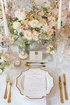 Blush Wedding Table Decorations and Place Setting For a tablescape that is luxur… – Hochzeit - Wedding Table Royal Wedding Themes, Wedding Table Themes, Gold Wedding Decorations, Wedding Table Centerpieces, Wedding Table Settings, Royal Theme, Royal Weddings, Blush Wedding Theme, Royal Wedding Cakes