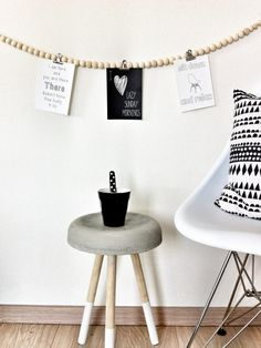 DIY wall decoration and concrete dip dyed chair Idee Diy, Beaded Garland, Home And Deco, Diy Wall Decor, Inspired Homes, Wooden Beads, Interiores Design, Home Decor Inspiration, Interior Styling