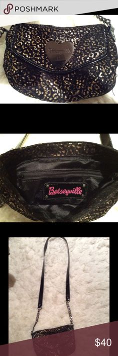 🎈REDUCED🎈BETSEYVILLE Black and Gold Crossbody This designer purse is super cute and chic. The velour fabric is black and metallic gold cheetah print with a leather and chain Crossbody strap.  This purse is in excellent condition! Betsey Johnson Bags Crossbody Bags