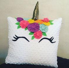 Hermosas decoraciones para el cuarto de tu hija con unicornios - Unicorn Rooms, Unicorn Bedroom, Unicorn Birthday Parties, Unicorn Party, Diy And Crafts, Crafts For Kids, Arts And Crafts, Diy Pillows, Decorative Pillows