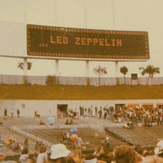 Imagen de concert, vintage aesthetic, and led zeppelin Woodstock, Music Aesthetic, Aesthetic Vintage, 1970s Aesthetic, Brown Aesthetic, Aesthetic Grunge, Photo Wall Collage, Picture Wall, Vintage Vibes