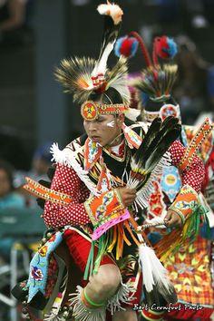 Chicken Dance at Saddle Lake Powwow Native American Songs, Native American Tattoos, Native American Regalia, Native American Artwork, American Indian Art, Native Indian, Native Art, Trail Of Tears, Pow Wow