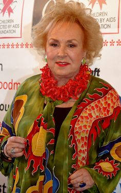 Doris Roberts Born Doris May Green November 1925 St. Louis, Missouri, U. Died April 2016 (aged Los Angeles, California, U. Cause of death Stroke Marie Barone, Everybody Love Raymond, Broadway Stage, Tv Icon, Vintage Television, Silver Grey Hair, Star Wars, The Best Is Yet To Come, Married Men