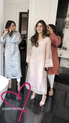 Stylish Dresses For Girls, Stylish Dress Designs, Simple Dresses, Casual Dresses, Formal Dresses, Pakistani Fashion Party Wear, Pakistani Outfits, Indian Outfits, Pakistani Kurta