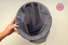 Cesta para la ropa hecha con una funda de almohada