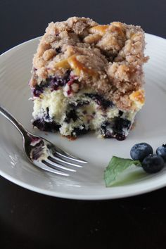 An easy and delicious blueberry buckle coffee cake recipe that is positively bursting with tasty blueberries and topped with a sweet crumb. Blueberry Season, Blueberry Cake, Blueberry Recipes, Blueberry Zucchini Coffee Cake, Blueberry Buckle Recipe, Blueberry Picking, Pear Cake, Savoury Cake, Yummy Cakes