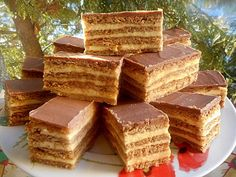 Érdekel a receptje? Kattints a képre! Salty Snacks, Yummy Snacks, Delicious Desserts, Cookie Recipes, Dessert Recipes, Hungarian Recipes, Waffle Iron, Food Cakes, Sweet And Salty