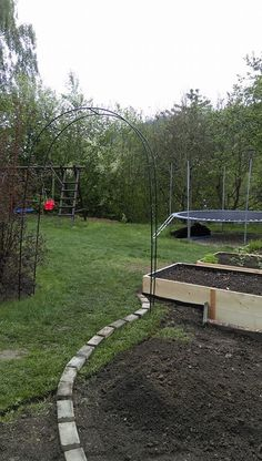 Vyvýšené záhony - foto návod – Z mojí kuchyně Stepping Stones, Sidewalk, Outdoor Decor, Diy, Garden, Vegetable Gardening, Compost, Stair Risers, Bricolage