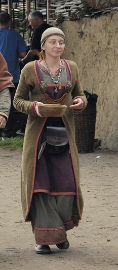 I love to combine these old patterns and fabrics to my daily outfit. So much inspiration in these Vikings and Saxons ;)