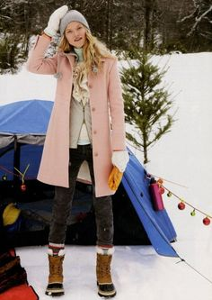 love the pale pink coat Winter Wear, Autumn Winter Fashion, Winter Style, Cosy Winter, Pretty Outfits, Cute Outfits, Pink Peacoat, Style Me, Cool Style