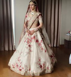 Looking for Bridal Lehenga for your wedding ? Dulhaniyaa curated the list of Best Bridal Wear Store with variety of Bridal Lehenga with their prices Indian Bridal Outfits, Indian Bridal Wear, Indian Dresses, Pakistani Bridal, Floral Lehenga, Bridal Lehenga Choli, Lehenga White, Wedding Lehnga, Designer Bridal Lehenga