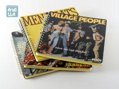 Libretas hechas a mano reciclando viejas fundas de singles de vinilo.