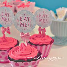 Toppers * Design feito com amor! #amareatelier | Lu Wonderland | #party #birthday #design #scrap #krafts #diy #alice #wonderland | facebook.com/amareatelier