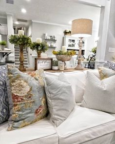 Are you looking for inspiration for farmhouse living room? Check this out for amazing farmhouse living room inspiration. This cool farmhouse living room ideas appears to be brilliant. Farmhouse Decor Living Room, Home Living Room, Rustic Farmhouse Living Room, Home Remodeling, Home Decor, House Interior, Living Decor, Home And Living, Country Living Room