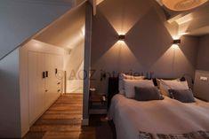 Slaapkamer op zolder 2-kapper | Passie voor techniek - EchtWerk.nl Small Loft Bedroom, Loft Room, Attic Master Suite, Master Bedroom, Attic Rooms, New Homes, Living Room, Interior Design, House