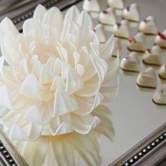 White/Blanc Chocolate Flower- Fleur en Chocolat