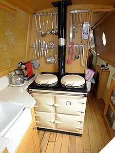 kitchen for small spaces on a boat Narrowboat Kitchen, Narrowboat Interiors, Canal Boat Interior, Canal Barge, Living On A Boat, Tiny Living, Houseboat Living, Wood Boat Plans, Boat Lift