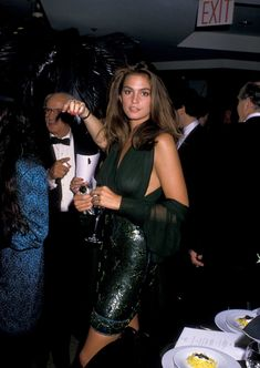 Cindy Crawford takes us back to the utopian community that ate pasta as a diet food. Cindy Crawford, 90s Fashion, High Fashion, Vintage Fashion, Fashion Rings, 1990 Style, Original Supermodels, Magazine Mode, Kaia Gerber