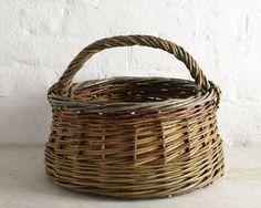 20 October Picnic Baskets with Hilary Burns, London, UK - Selvedge Magazine Basket Tray, Rattan Basket, Paper Basket, Picnic Baskets, Weaving Art, Weaving Patterns, Willow Weaving, Basket Weaving, Sisal