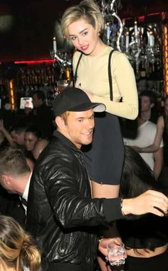 Miley Cyrus Parties with Kellan Lutz in Las Vegas!: Photo Miley Cyrus meets up with her rumored beau Kellan Lutz while attending the Beacher's Madhouse unveiling on Friday (December at the MGM Grand Hotel & Casino… Kellan Lutz, Miley Cyrus, Celebrity Couples, Celebrity Gossip, Celebrity Photos, Britney Spears Las Vegas, Girl Celebrities, Celebs, Las Vegas Party