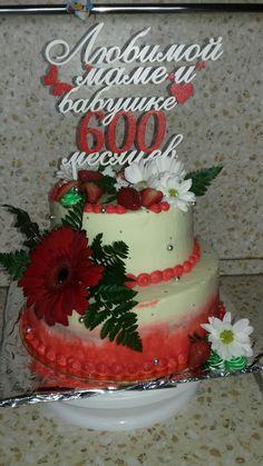 Нижний ярус-красный бархат Верхний ярус-ванильный бисквит с карамелью
