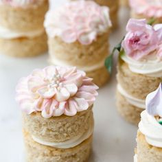 Easy mini layer cake tutorial using a sheet cake! Pretty Cakes, Beautiful Cakes, Amazing Cakes, Cupcake Recipes, Cupcake Cakes, Dessert Recipes, Slow Cooker Desserts, Köstliche Desserts, Delicious Desserts