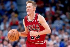 hi-res-71024842--steve-kerr of-the-Chicago Bulls-movimento-the-ball-up-court_crop_north