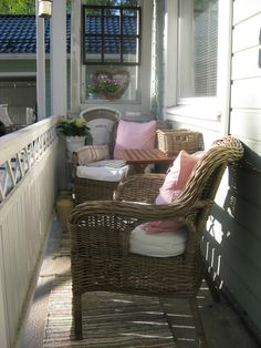 Terassi! Outdoor Chairs, Outdoor Furniture, Outdoor Decor, Porches, Gardening, Home Decor, Front Porches, Decoration Home, Room Decor