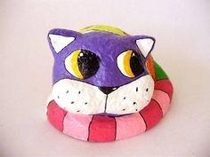 Gato multicolorido em papel machê R$ 40,00