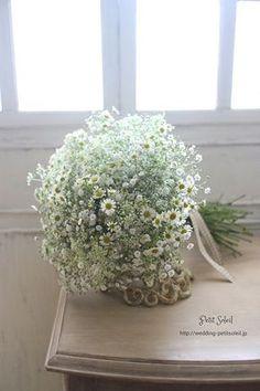 小花のブーケ カスミソウ マトリカリア レースフラワー