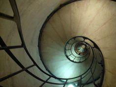 凱旋も内の螺旋階段。