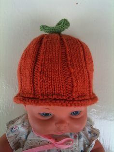 Ravelry: Pumpkin Baby Hats - 2 versions pattern by Kate Sharaf. Pattern to knit is free