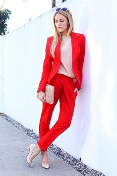 Red Suit And Nude Blouse 2017 Street Style Business Outfits, Business Attire, Mode Outfits, Office Outfits, Urbane Mode, Red Pantsuit, Red Suit, Street Style 2017, Colourful Outfits