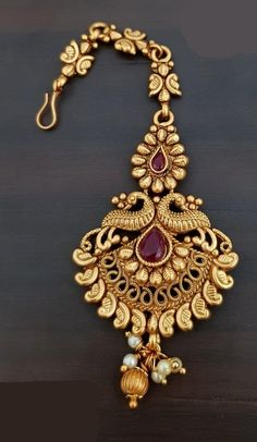 Excellent Pics Bridal Jewellery indian Concepts Via rings plus anklet bracelets for you to jewelry plus necklaces, this is a handful of guidelines t Tikka Jewelry, Bridal Jewelry, Amrapali Jewellery, Indian Wedding Jewelry, Indian Weddings, Bridal Accessories, Gold Jewellery Design, Gold Jewelry, Handmade Jewellery