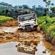Toyota Land Cruiser FJ40 at home in the mud!