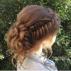 Pinterest: @Itsfaridy ❤️ Hairstyles For Homecoming Updo, Buns For Long Hair, Hairstyles For Long Hair Wedding, Hairstyles For Graduation, Braids Long Hair, Prom Hair Bun, Braided Prom Hair, Prom Buns, Teenage Hairstyles For School