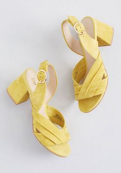The Long Haul Suede Heel in 11 by Seychelles from ModCloth Fashion Heels, Sneakers Fashion, Tropical Outfit, Mode Chic, Yellow Shoes, Long Haul, Walk This Way, Retro Outfits, Suede Heels